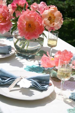 Peach & blue lunch