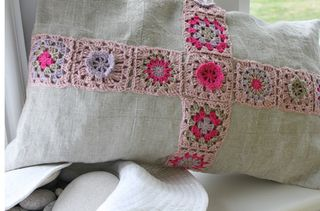 Granny cushion linen